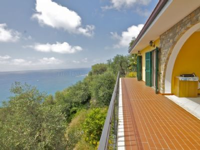 Sea view apartment for sale in Italy